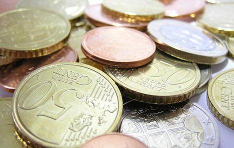 Euro blizu najnižih razina u pet mjeseci, rast prinosa podupire dolar