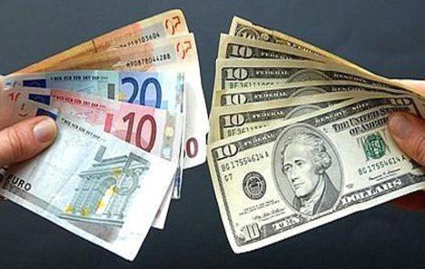 Euro oslabio prema dolaru; investitori zaziru od rizika