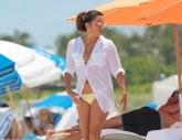 Eva Longorija u minijaturnom bikiniju: Očajna domaćica pokazala vretenasto telo