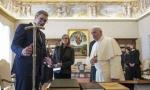 Evo šta je Vučić poklonio poglavaru Rimokatoličke crkve