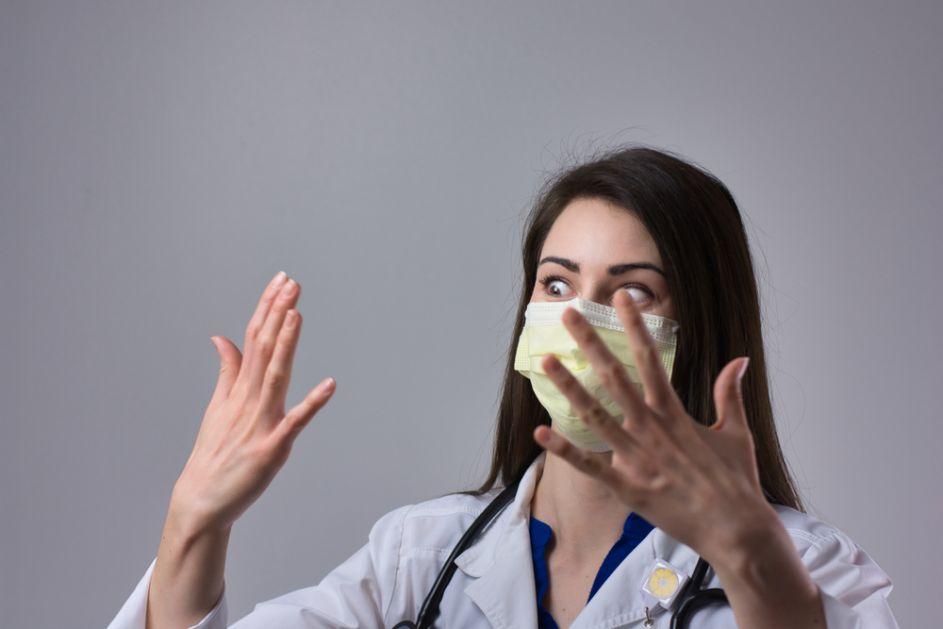 Evo šta se događa ako stalno nosite istu masku koju ne perete