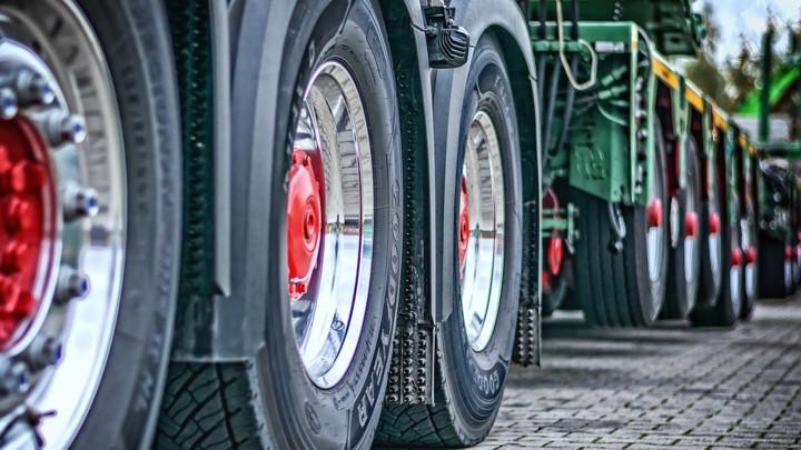 Evo zašto neki kamioni imaju točkove viška koji samo vise i ničemu ne služe