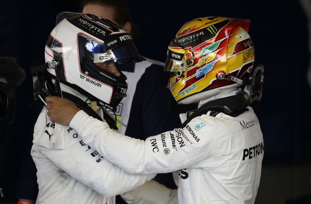 F1 - Duplo slavlje Mercedesa u Silverstonu, Hamilton za istoriju, Fetel podbacio! (foto)