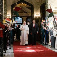 FANTASTIČAN DOČEK U BAGDADU: Papa Franja ima samo jednu misiju, čuva ga 10.000 bezbednjaka (FOTO/VIDEO)