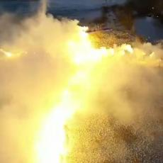 FANTASTIČAN PRIZOR U RODNOM MESTU SVETOG SIMEONA: Vernici bakljama formirali krst na obali Morače! (VIDEO)