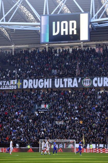FIFA sprema revoluciju - VAR menja SUDIJE?!