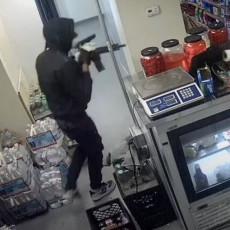 FILMSKA PLJAČKA: Izvukli duge cevi, pokupili novac i pobegli za tri minuta (VIDEO)
