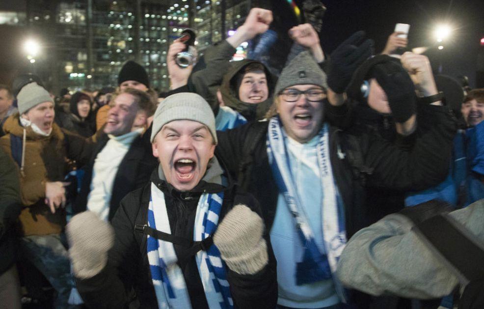 FINCI SU ODUVEK OVO ČEKALI! LUDILO na ulicama Helsinkija, hiljade pijanih navijača slavilo istorijski uspeh (VIDEO)