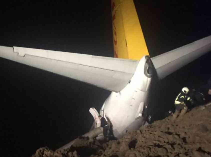 (FOTO) DRAMA U TURSKOJ: Avion sa 162 putnika sklizno s piste i završio u blatu!