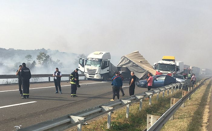 FOTO: Lančani sudar na autoputu kod Kragujevca, uzrok gust dim od spaljivanja rastinja