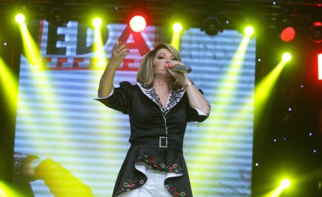 (FOTO) NEDA UKRADEN OBELEŽAVA 50 GODINA KARIJERE: Pevačica okupila srpsku estradu!
