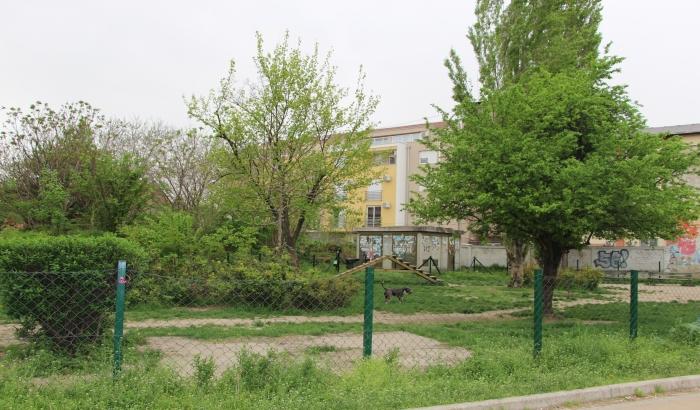 FOTO: Na mestu zelene površine na uglu Kisačke i Jovana Subotića planirana osmospratnica