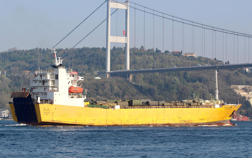 (FOTO) PUTIN ŠALJE POJAČANJE: Ruski brodovi snimljeni kako NATOVARENI ORUŽJEM idu ka sirijskoj bazi