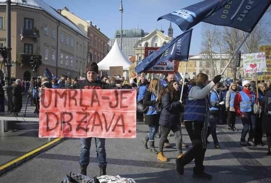 (FOTO) TRAŽE VEĆE PLATE: Više od 40.000 prosvetnih radnika protestovalo u Ljubljani