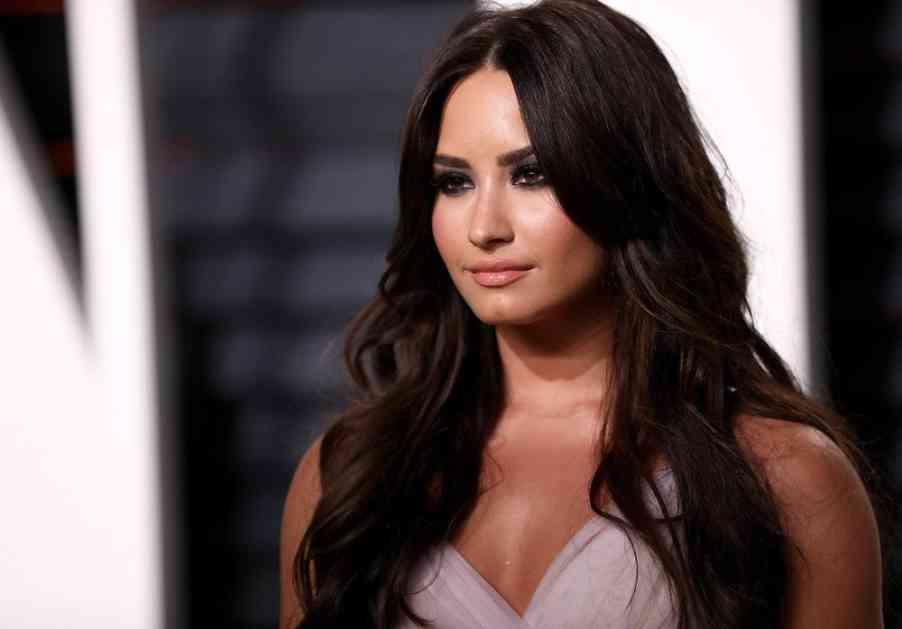 (FOTO) UHVAĆENE U DIZNILENDU: Demi Lovato raskinula s poznatim glumcem, pa sm...