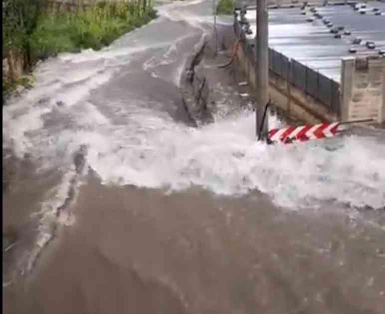 (FOTO, VIDEO) OPASNO NEVREME U ITALIJI: Pogledajte kako nabujala reka divlja gradićem