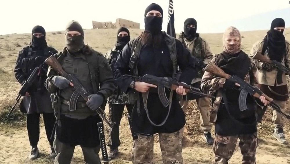 FOTOGRAFIJE TERORISTA KOJI STIŽU U BIH IZAŠLE NA VIDELO: Ovi Bošnjaci su deo organizacije ISIL, sad će pred sud (FOTO)