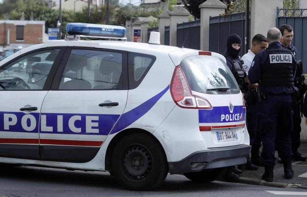 FRANCUSKA POLICIJA JE ZAUSTAVILA OCA SA DVOJE DECE U AUTOMOBILU: Ono što su našli u prtljažniku nisu smeli da kažu mališanima