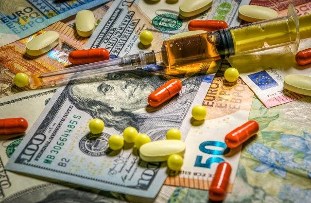 Farmaceutske kompanije kritikuju Bajdena, upozoravaju da preti haos