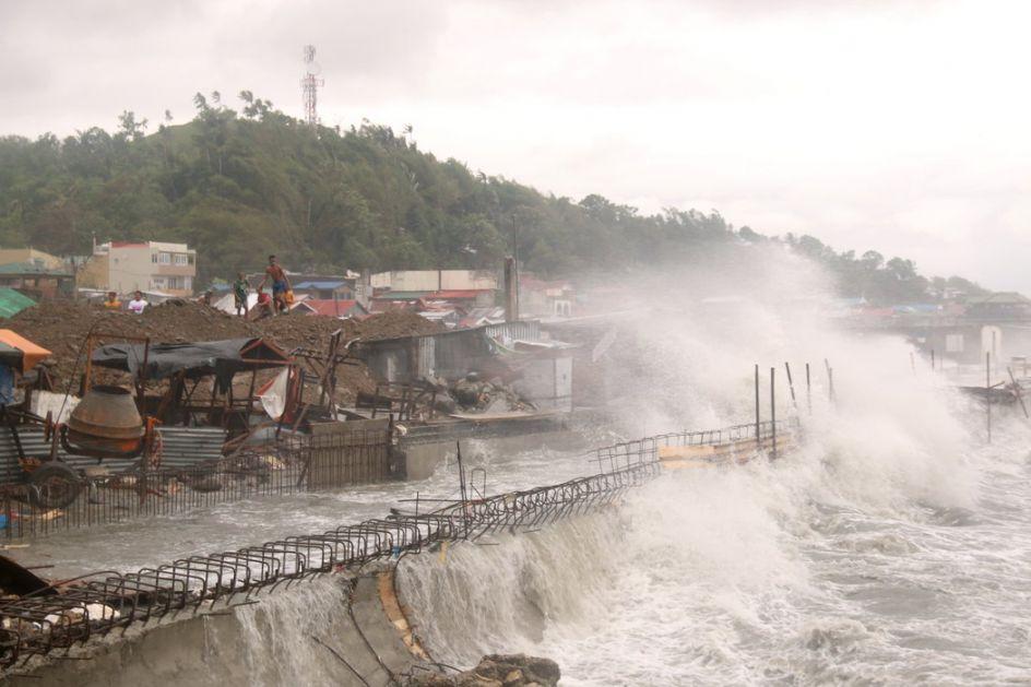 Filipini: Zbog tajfuna evakusano 68.000 ljudi
