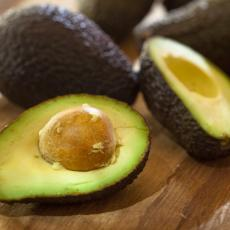 Fitnes blogerke se kunu u avokado, ali dijetetičari otkrivaju koliko smemo da ga jedemo