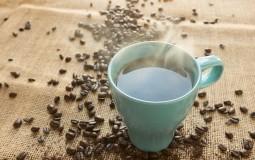 Fleke od kafe su vam upropastile omiljenu odeću: Evo kako da ih se rešite