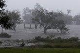 Florens oslabio na nivo tropske oluje, odneo dva života