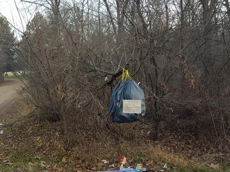 Foto-vest: Smeće iz Spomen-parka Bubanj čistili turisti iz Slovačke