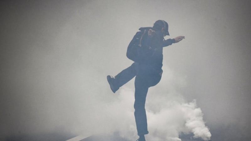 Francsuka policija suzavcem protiv demonstranata