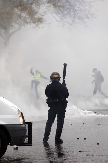Francuska: Raspoređuju policajce, oklopna vozila