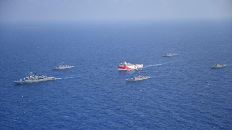 Francuska šalje dva ratna aviona i fregatu u Sredozemno more