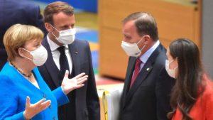 Francuski mediji: Makron na samitu u Briselu udario pesnicom o sto
