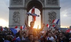 Francuski parlament usvojio proširenu upotrebu sanitarne propusnice