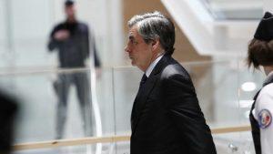 Fransoa Fijon na sudu zbog prevare