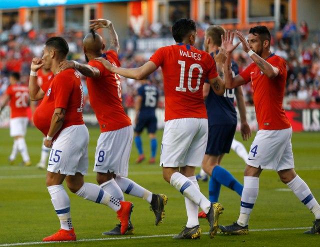 Fudbaleri Čilea uz narod, neće da igraju protiv Perua
