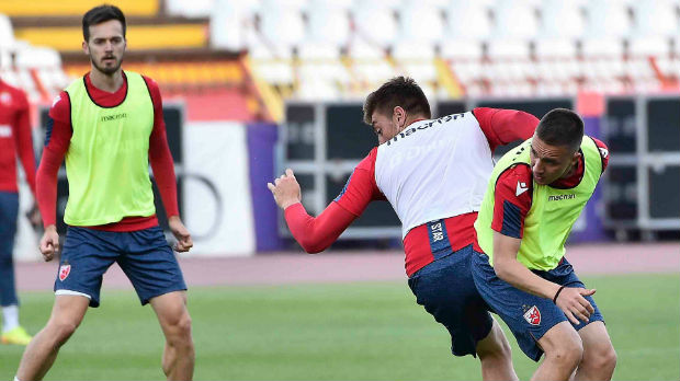 """Fudbaleri Crvene zvezde na """"normalnom"""" treningu posle dva meseca"""