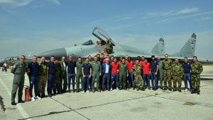 Fudbaleri Crvene zvezde posetili gardiste i vojne pilote