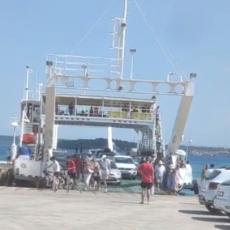 GDE VAM JE GOSTOPRIMSTVO? SKANDAL NA HRVATSKOM PRIMORJU: Hrvati turiste dočekuju i časte sa psovkama (VIDEO)