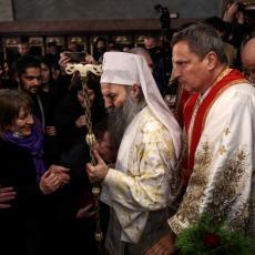 GEST KOJI IZAZIVA MNOGO PAŽNJE: Da li znate zašto se zapravo sveštenicima ljubi ruka? Šta taj čin simbolizuje?