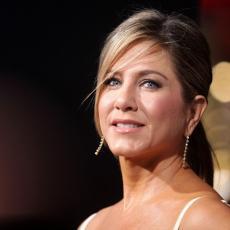 GLASINE NISU TAČNE: Oglasila se Dženifer Aniston -  kaže da je IZMIŠLJOTINA da usvaja dete