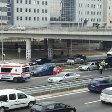 GLUMAC MILAN VASIĆ POVREĐEN U LANČANOM SUDARU: U saobraćajnoj nesreći kod hotela IN učestvovalo šest automobila!