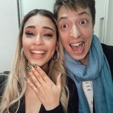 GLUMAC UROŠ JOVČIĆ VERIO ŠPANJOLKU! Srpska snajka PONOSNO pokazala verenički prsten! (FOTO)