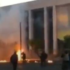 GORI AMERIČKA AMBASADA U GRČKOJ: Sukobi na ulicama Atine, lete Molotovljevi kokteli (VIDEO)
