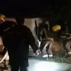 GORI AUTOMOBIL U BEOGRADU: Od dima i smrada stanovnici ne mogu da dišu! Ekipe vatrogasaca na terenu (VIDEO)