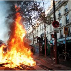GORI CENTRALNA BANKA: Haos na ulicama Pariza zbog Zakona o bezbednosti (VIDEO)