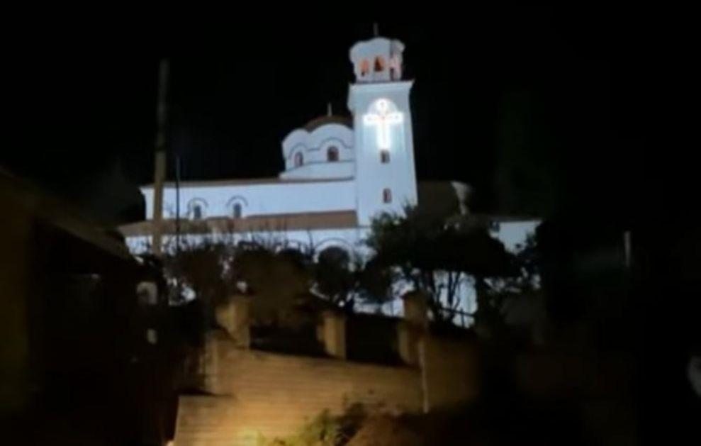 GORI PRAVOSLAVNA CRKVA U ALBANIJI: Požar zahvatio sprat, drvene stepenice pa zvonik crkve u Elbasanu! (VIDEO)