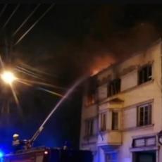 GORI STARA ŠTAMPARIJA U PANČEVU: Vatrogasci se bore na sve načine da bi ugasili VATRENU STIHIJU (FOTO/VIDEO)