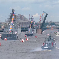 GOSPODARI MORA: Ruska mornarica pred Putinom održala paradu i pokazala svoju moć