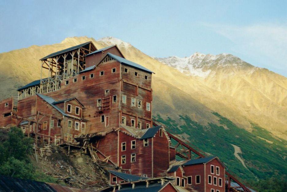 GRAD DUHOVA NA KRAJU SVETA: Ovaj napušteni gradić usred divljine na Aljasci zadužio je čitavu AMERIKU! VIDEO, FOTO