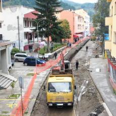 GRAD NA LIMU DOBIJA NOVO RUHO: Počela rekonstrukcija glavne ulice u starom Priboju (FOTO)